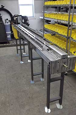 Small Lug feed conveyor